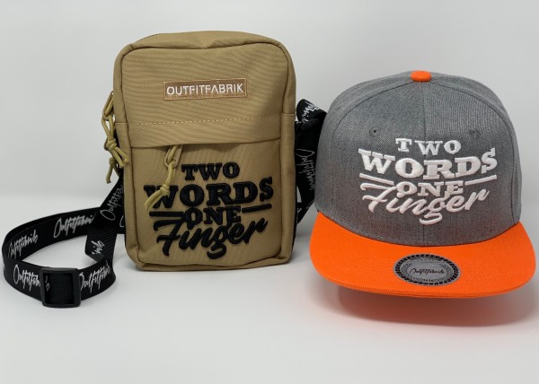 "SPAR-SET ""TWO WORDS 4"", Cap + Bag"