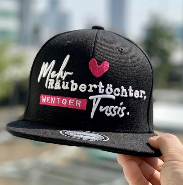Snapback Cap MEHR RÄUBERTÖCHTER, WENIGER TUSSIS, schwarz