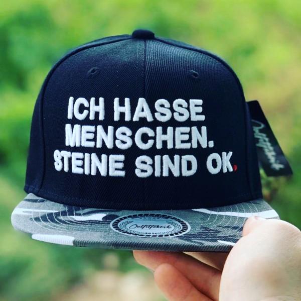 Snapback Cap ICH HASSE MENSCHEN, STEINE SIND OK, schwarz/camo