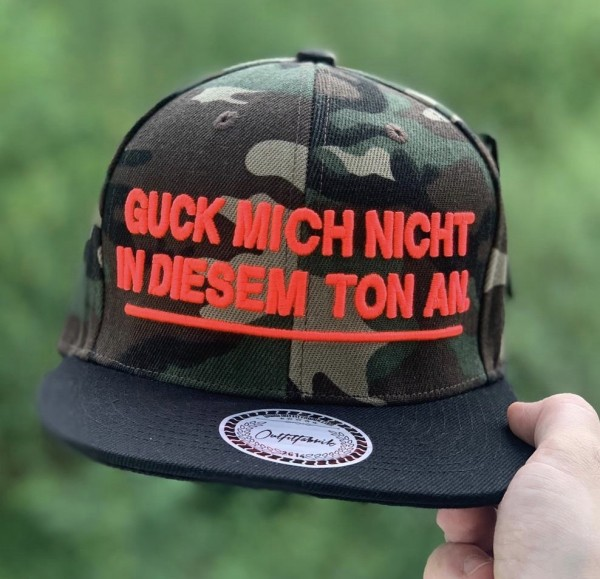 Snapback Cap GUCK MICH NICHT IN IDESEM TON AN, camouflage/schwarz