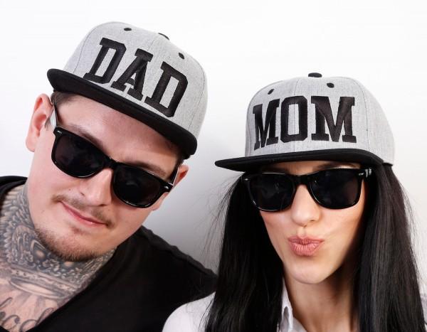Snapback Cap MOM oder DAD, grau/schwarz