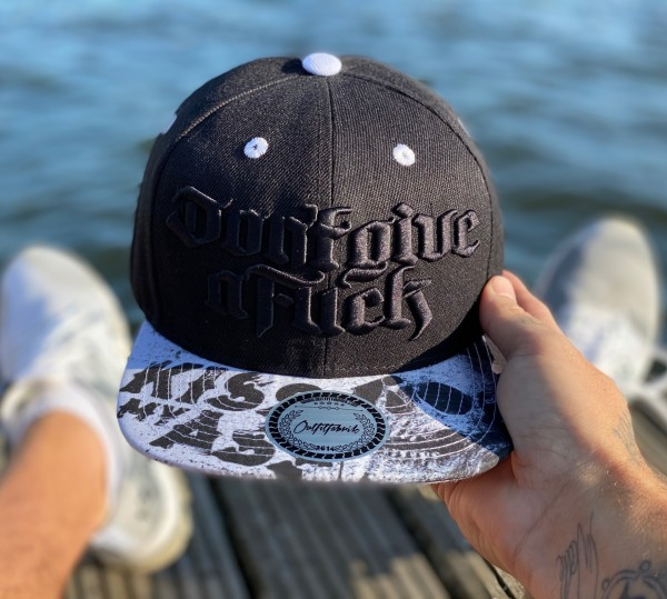 Snapback Cap DON´T GIVE A FUCK, Kiss my ass