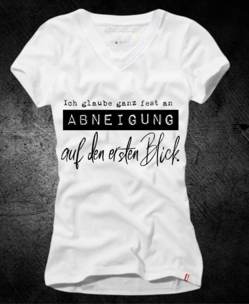 Frauen-Shirt ABNEIGUNG AUF DEN ERSTEN BLICK, weiß mit V-Ausschnitt