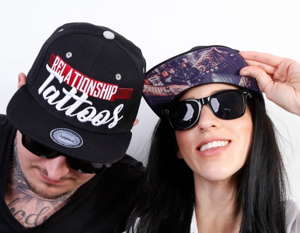 Snapback Cap IN RELATIONSHIP WITH TATTOOS, schwarz