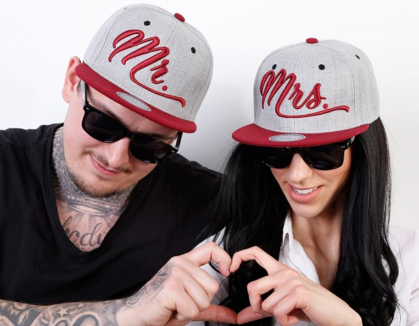 Snapback Cap MR. oder MRS., grau/bordeaux